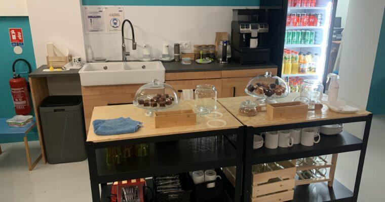 L'espace cuisine du FabCafé avec collations incluses